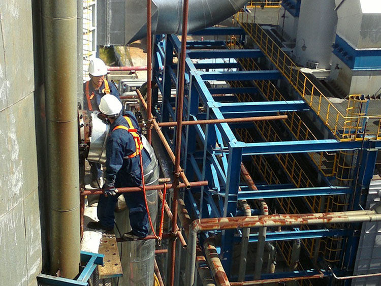 Refinery atmospheric and vacuum flange diesel oil leakage, DN500PN3.9MPa, temperature 420 C, the use of special plugging glue to plug successful.