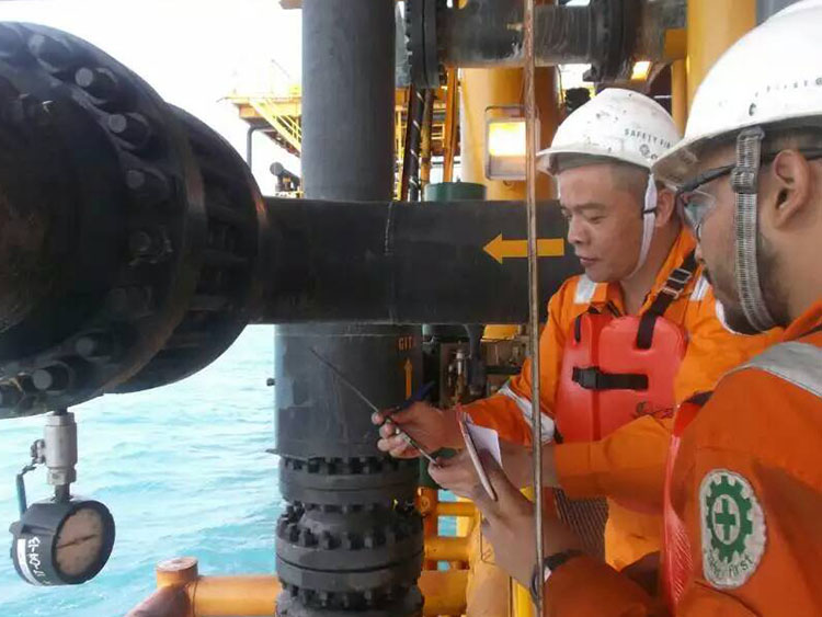 Pipeline sealing with pressure